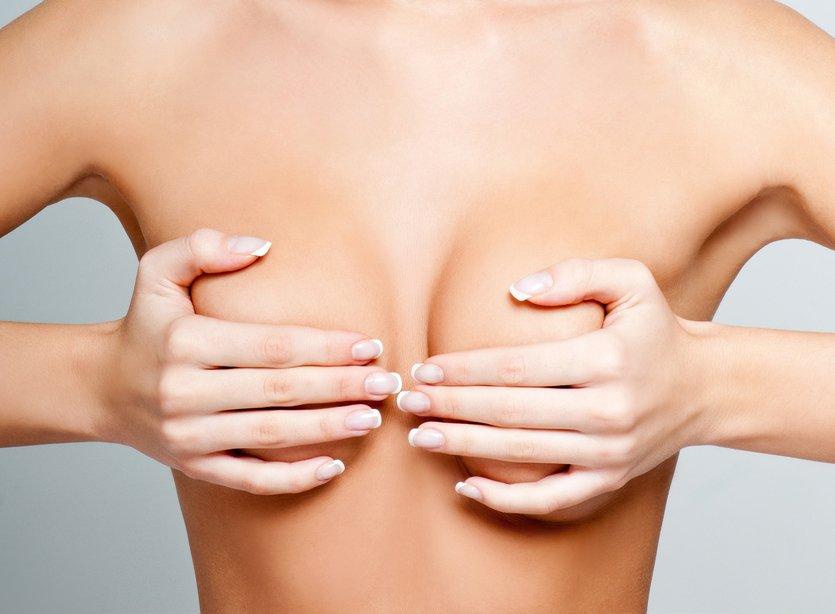 Qual a diferença entre colocar prótese e levantar a mama?